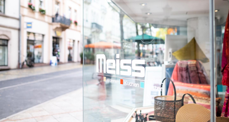 Meiss Schaufenster mit Schriftzug in der Louisenstraße