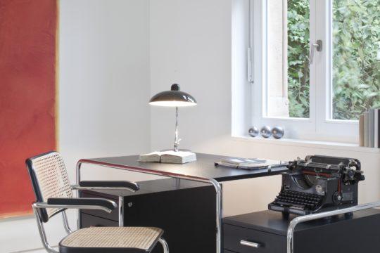 Thonet Programm S 285 und S 64 Schreibtisch mit Stuhl Variante